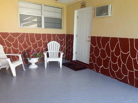 Cozy studio (Private and separate unit)
