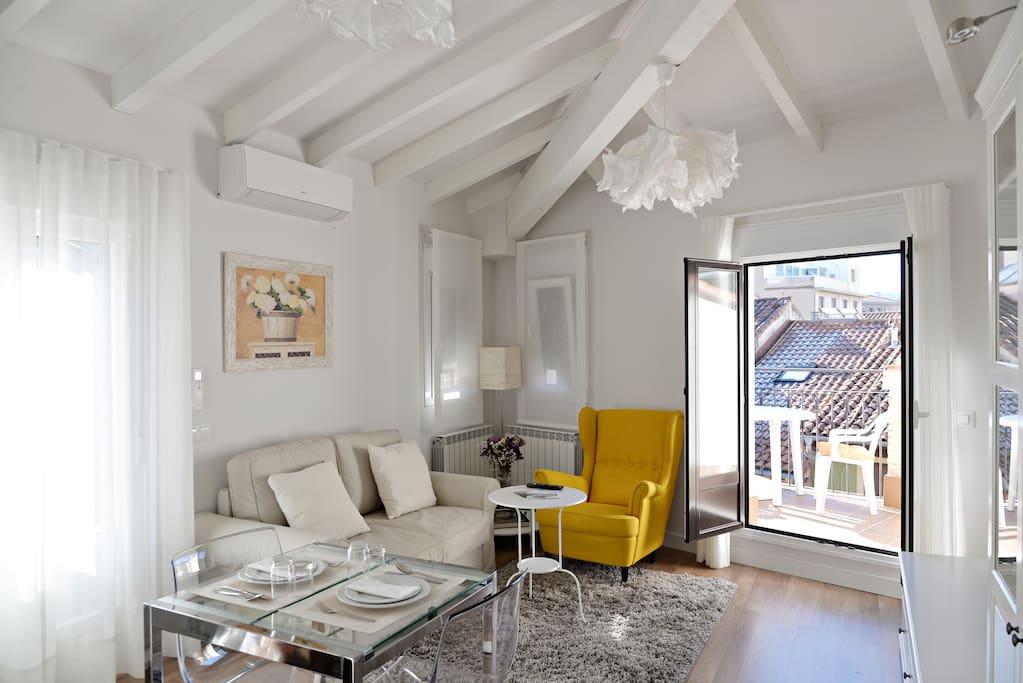 Apto tico con terraza c estafeta apartamentos en for Atico en pamplona