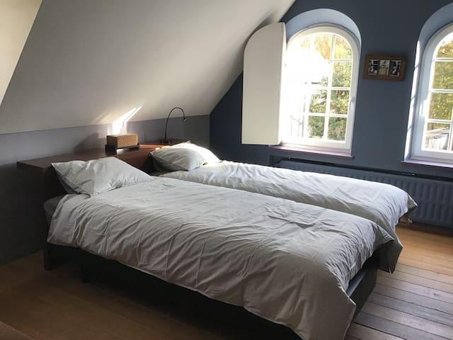 Chambre bleue dans la villa Ici et maintenant