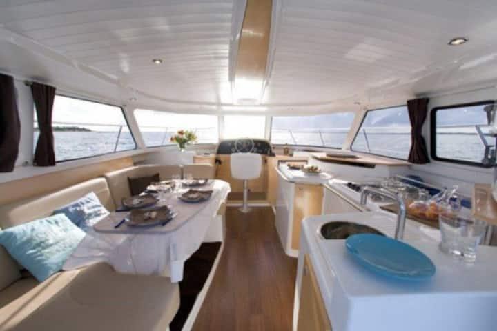 Catamaran à quai 3 cabines à Roses