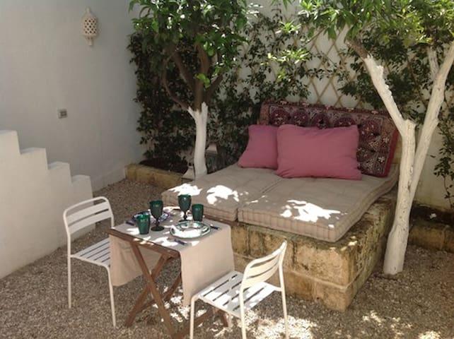 Incantevole casa salentina con terrazzo e giardino - Miggiano - Dům