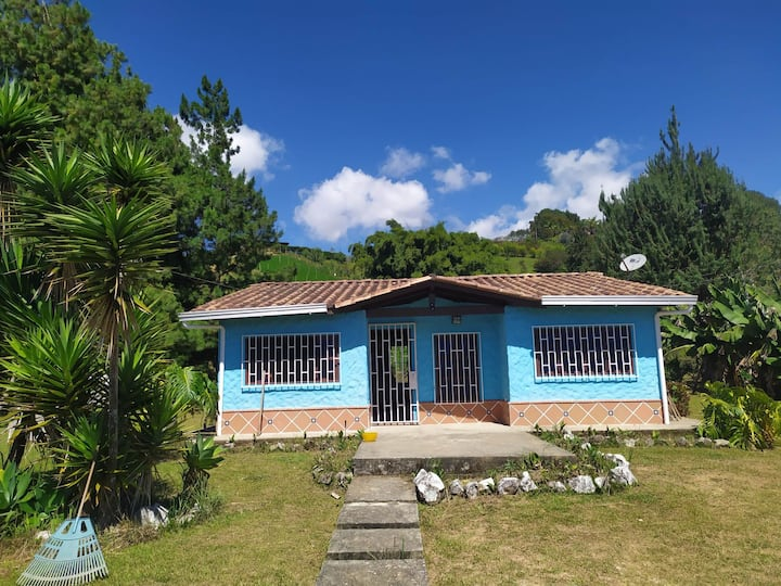 Great field house/Casa de campo close 2 Medellín