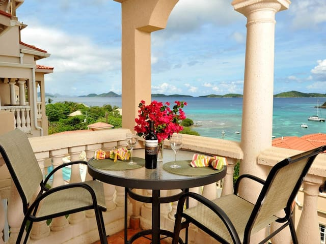 BEAUTIFUL GRANDE BAY STUDIO CONDO W/ GREAT VIEWS - Cruz Bay - Condomínio