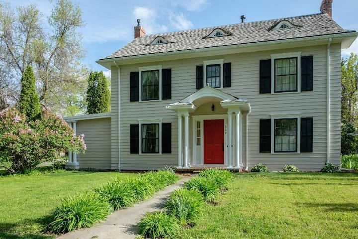 Cleveland House - Historic Home on 5 City Lots