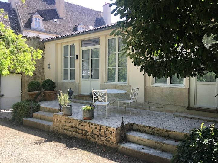 """""""CHAMP D'OISEAUX""""   maison dans un jardin en ville"""