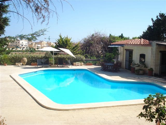 Bungalow with Private Pool - San Ġiljan