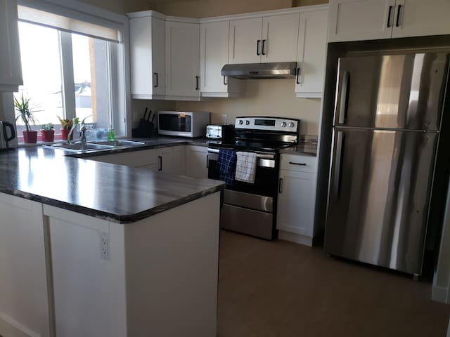 Beautiful 2 Bedrooms condo, pictures say all