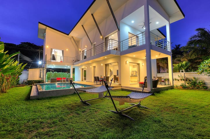 Ban King Yanui, Luxury 4 bedroom pool villa