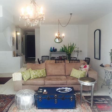 Lovely home near Gautrain Rosebank - Johannesburg - Appartement