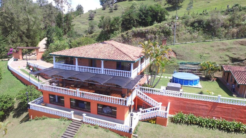 Large lake house for 20 people with private access - Guatapé - Hus
