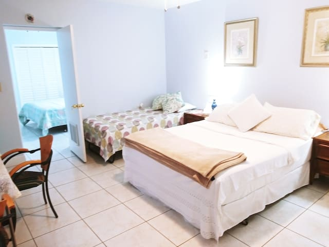 102 Studio in Little Havana to sleep up to 5