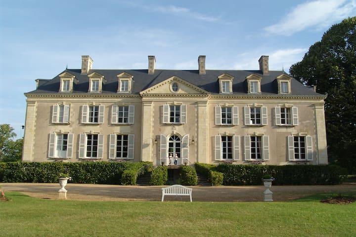 B b chateau la mothaye loire area chambres d 39 h tes for Chambre d hote chateau de la loire