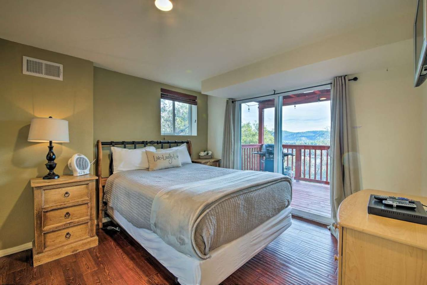 Wake up in a PLUSH QUEEN sized bed looking at the mountain scape from your pillow. Step out onto your spacious BALCONY and have your coffee in the fresh mountain air.