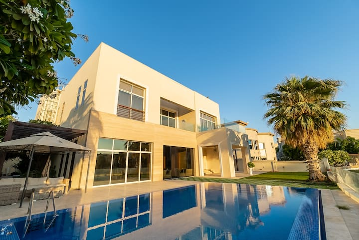 Prestigious Six Bedroom Villa in Emirates Hills