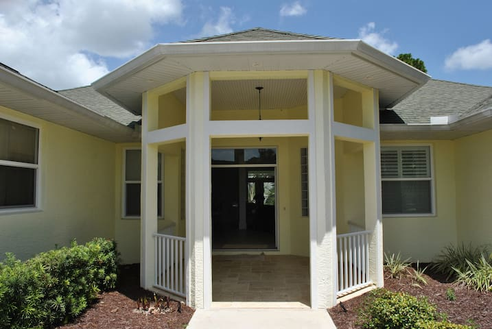 New To Rental Market Your Home Away From Home! - Rotonda West - Ev