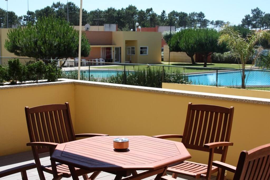 terraço vista piscina