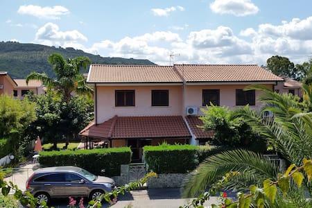 Porto Ada residence- Villa con giardino privato - Contrada Difesa I