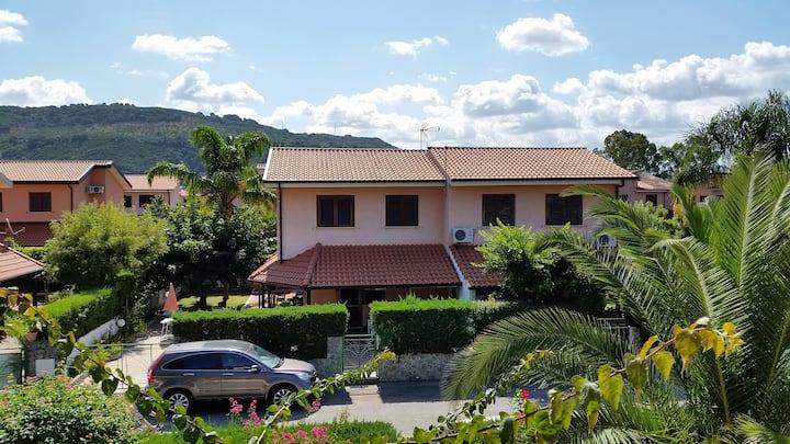 Villa con giardino Porto Ada Pizzo