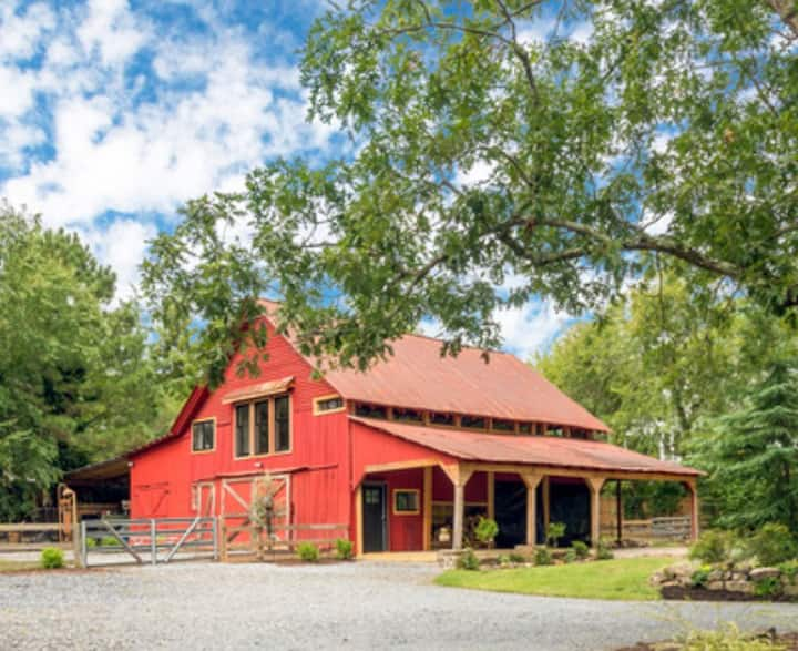 Renovated Charming Barn in Historic Roswell