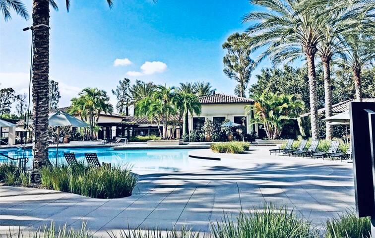 Entire 2B2B townhome!Spa,Pool,Park,Shop&Resort 整栋