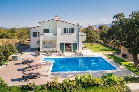 Holiday Home Mery - Makarska