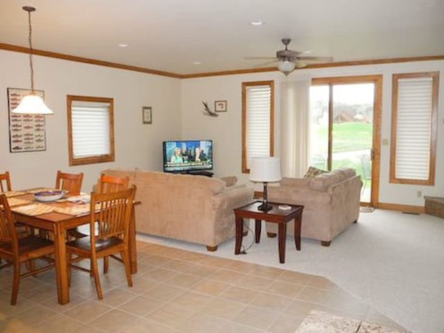 Comfortable for Large Groups - South Fork - Townhouse