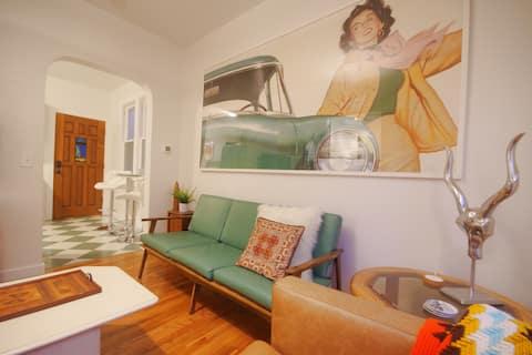 ★ Epic Tiki room. Retro 6th Ave 2br. Patio oasis.