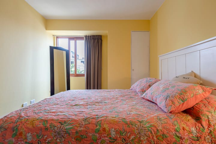 Lovely bedroom; great location in Miraflores
