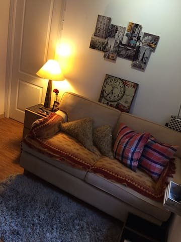 Room at Mid levels - mins to SOHO - Hong Kong  - Apartment