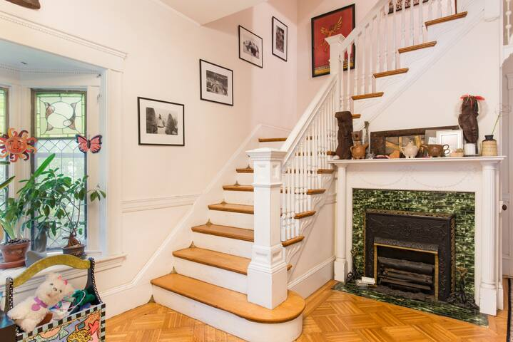 Two beauiful rooms in a lively fun neighborhood