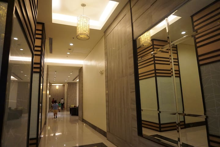 Cheap Spacious 2BR near MRT station with fast wifi - 曼達盧永(Mandaluyong)