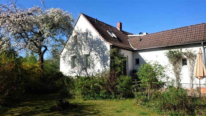 Sonniges Häuschen mit großem Garten
