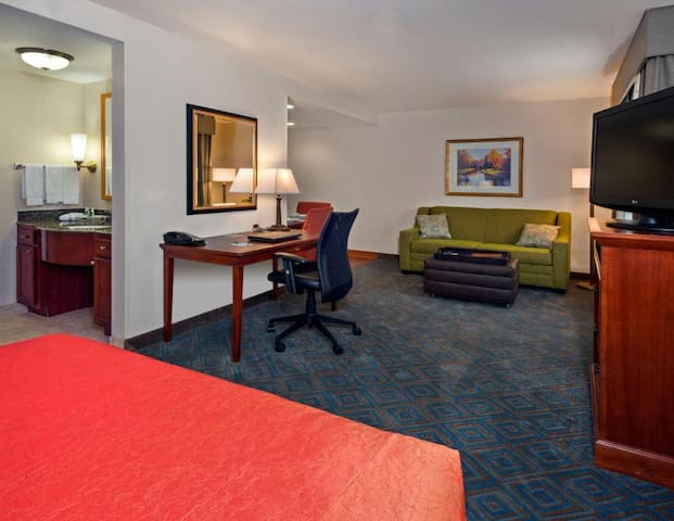 Comfortable Suite Double Bed At Knoxville