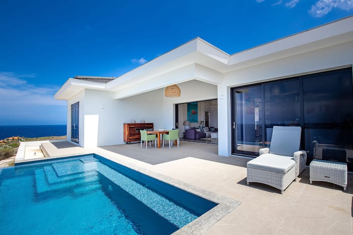 270° Ocean View from Private Infinity Pool - Colourful & Modern Villa