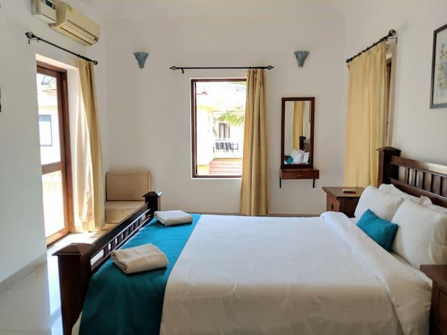 Luxury Private Room in a Villa wt Pool & Breakfast