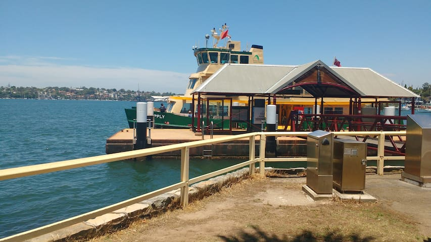 Valentia St Ferry & SydneyHarbour at your Doorstep - Woolwich - Hus
