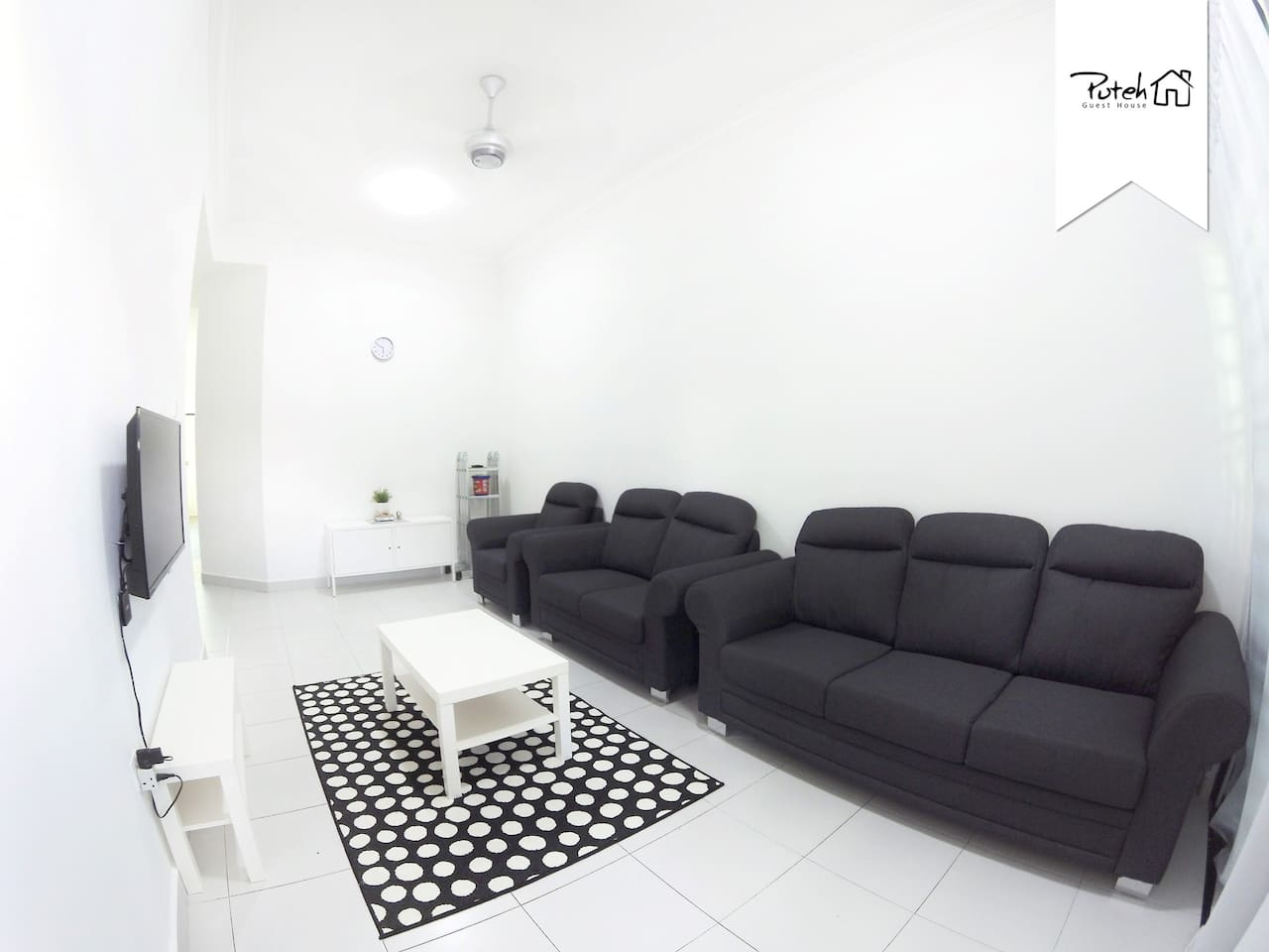 Living Area - Comfortable surrounding with unlimited movie entertainment and free high-speed internet Wifi.