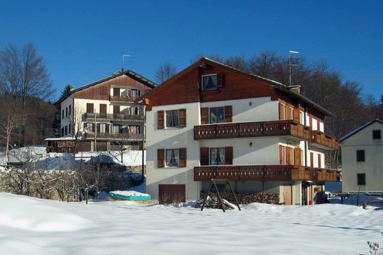 Vista della casa in inverno