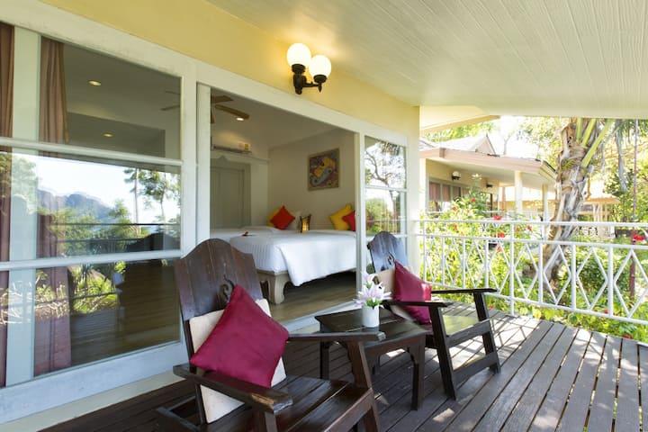 Tantalizing Villa in Tonsai Bay!