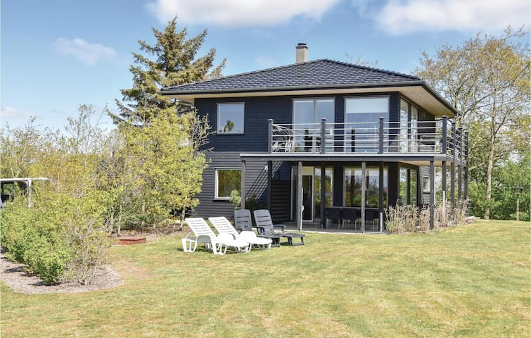 Holiday cottage with 4 bedrooms on 140m² in Skjern