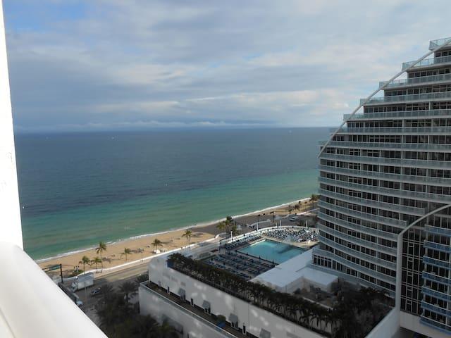Oceanview Condo in a  Hotel on the 20 Floor