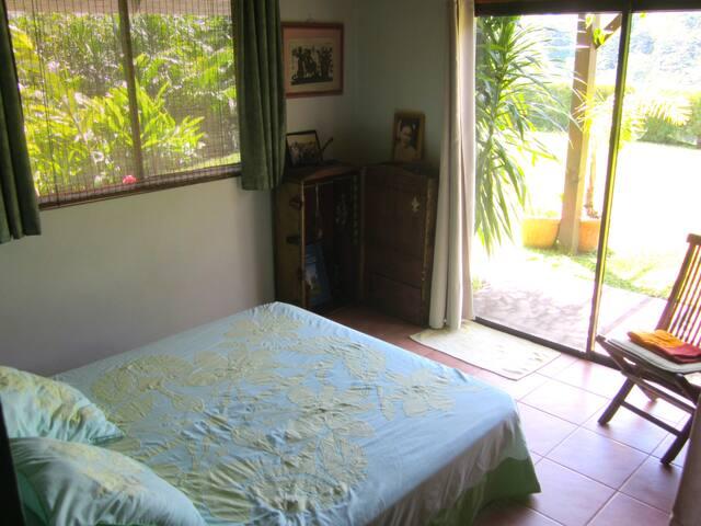 Deuxième chambre avec accès jardin - Second room with garden access