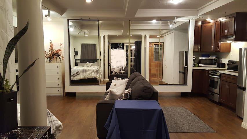 Large private stand alone studio / Casita