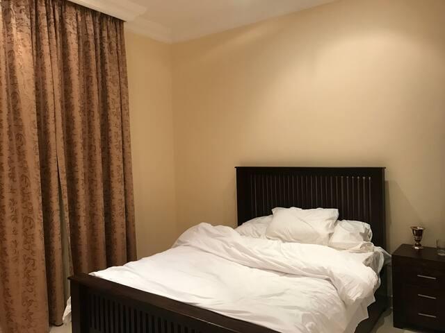 En_suit Bedroom in Huge Villa - Dubai - Villa