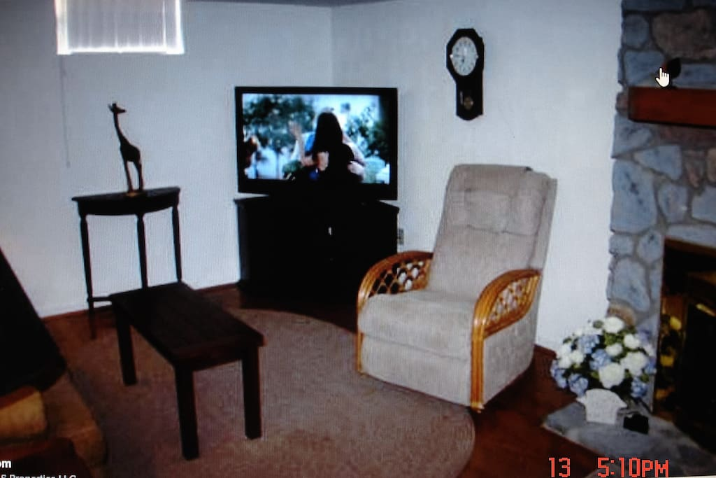 Den with fireplace/gas logs, cable tv provided, recliners & sofa!
