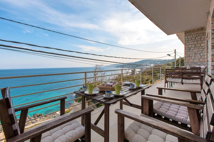 392 Appartamento con Terrazza Vista - Castro Marina - Apartemen