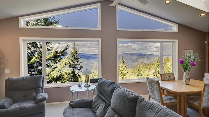 Mountain sanctuary with lake views, 3 Bedrooms
