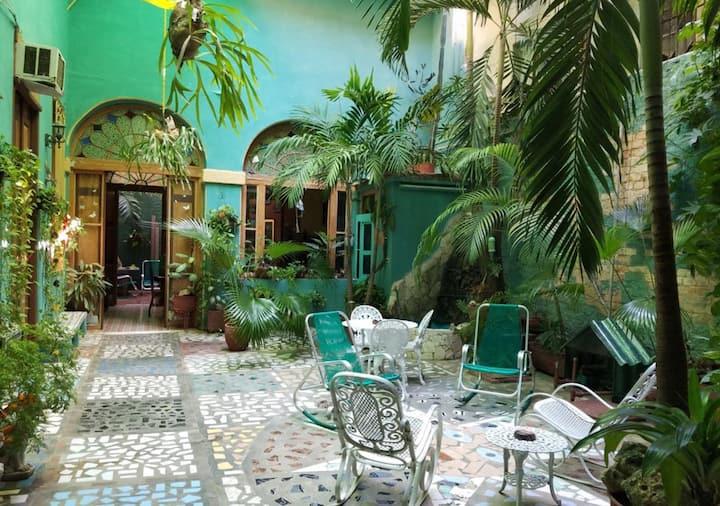 Hostal Colonial El Jardin, Habana Vieja, Cuba (R4)