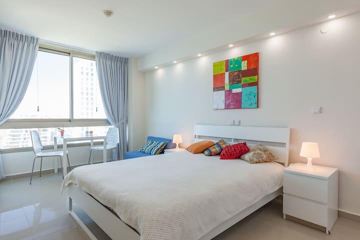 Private apartment by the sea Carmel Studio Sole