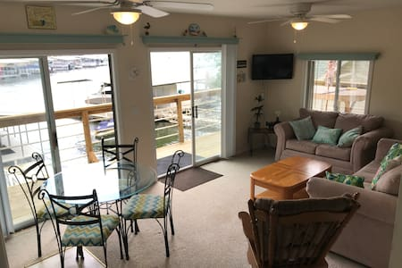 Entire Home - Waterfront w/ Dock - Perfect Getaway